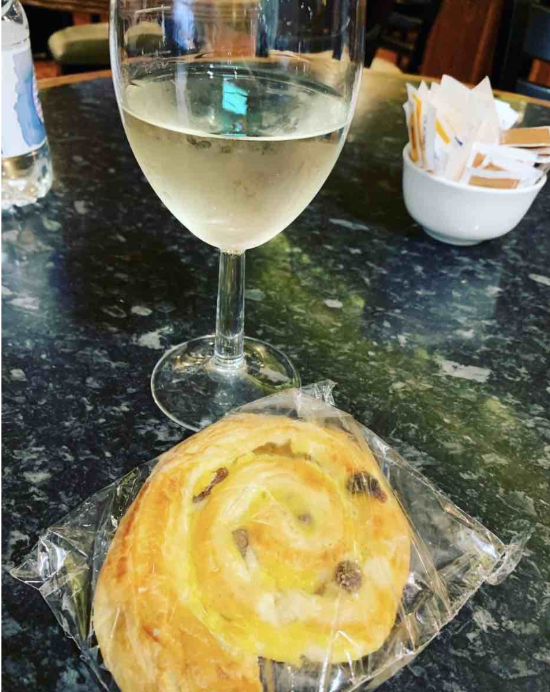 i like this grape wine glass and pastry